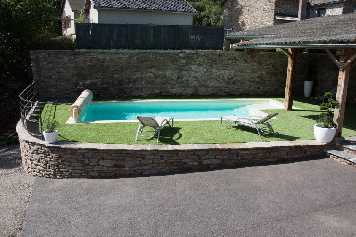 Vue de la piscine du gîte
